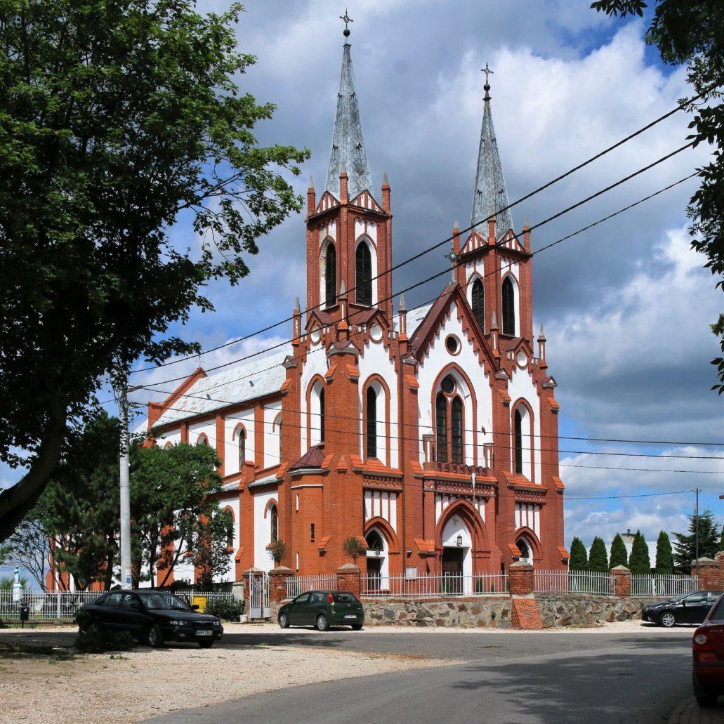 Wrościszew k. Warki. Neogotycki kościół św. Małgorzaty. Świątynia podobnie jak kościół w Nieborowie zaprojektowana została przed 1900 r. przez Franciszka Braumana. Do pewnego stopnia wzorowana na kościele radziwiłłowskim w Nieborowie.