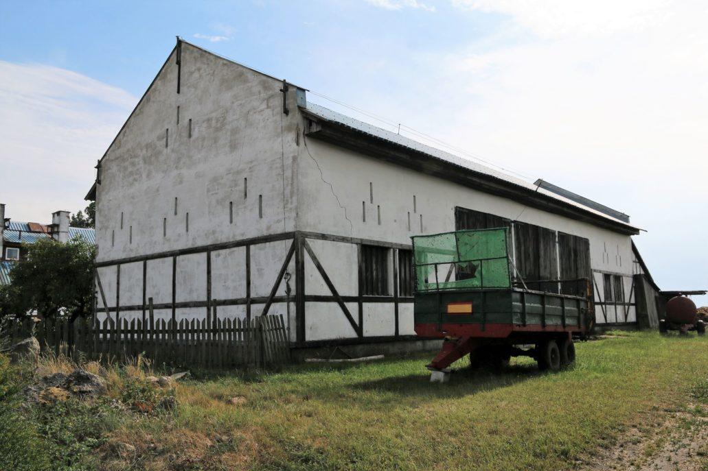Odargowo. Jedna ze typowych stodół z otworami wentylacyjnymi w ścianach. Fot. Jerzy S. Majewski