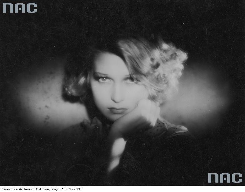 """Ina Benita. Kadr z filmu Aleksandra Forda i Jerzego Zarzyckiego """"Ludzie Wisły"""" z 1938 r. Narodowe Archiwum Cyfrowe"""