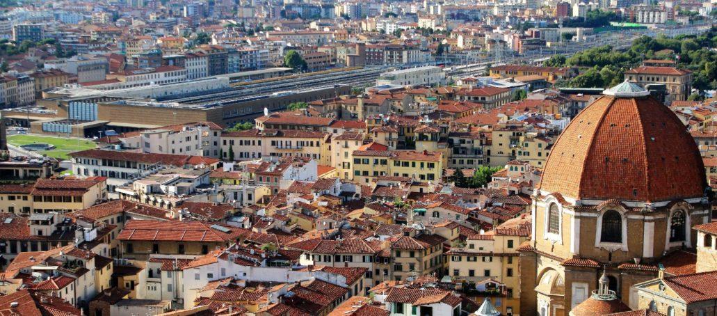 Florencja. Dopiero z dużej wysokości można ocenić ogromne rozmiary dworca Santa Maria Novella. (SNM) Fot. Jerzy S. Majewski.