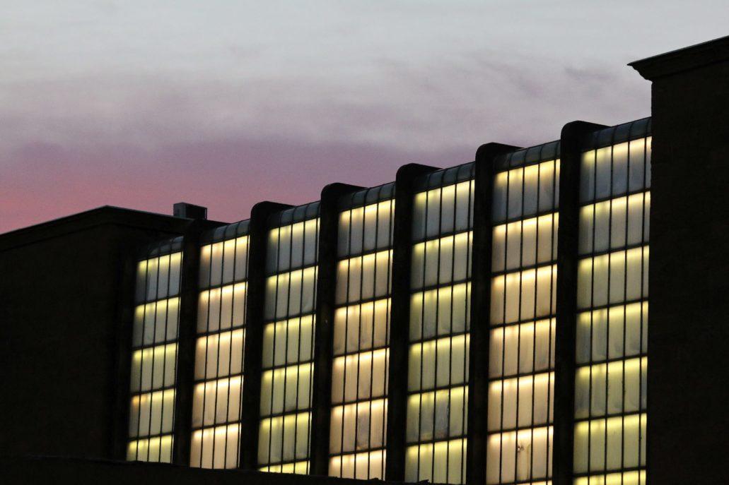 Florencja. Dworzec Santa Maria Novella. Szklana kaskada prezentuje się szczególnie efektownie nocą.