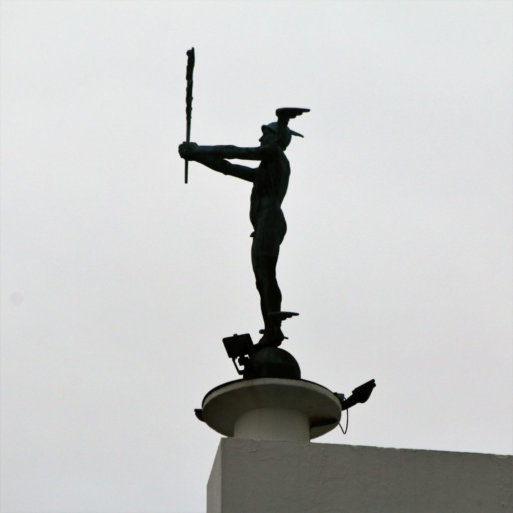 Bergen. Dom towarowy Sundt. Rzeźba Merkurego dłuta Sofusa Madsena.