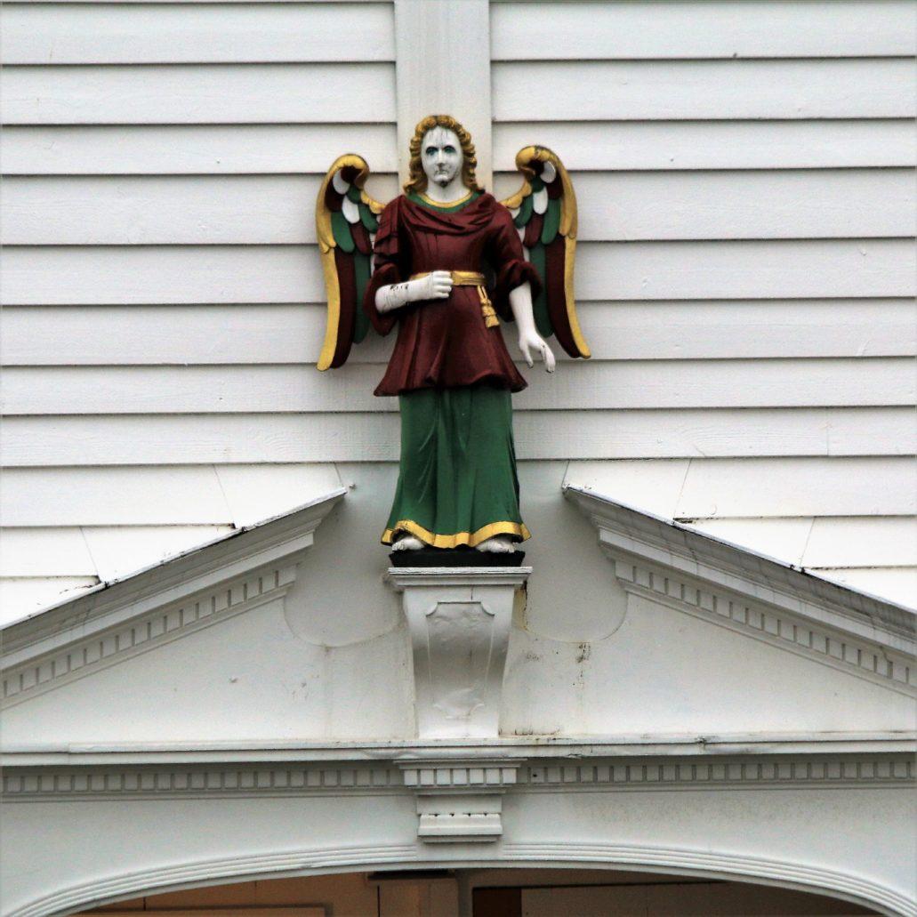 Bergen Bryggen 39. Zachowało się bardzo niewiele dekoracji rzeźbiarskich na drewnianych budynkach. Należy przypuszczać, że pierwotnie przed pożarami było ich więcej. Fot. Jerzy S. Majewski