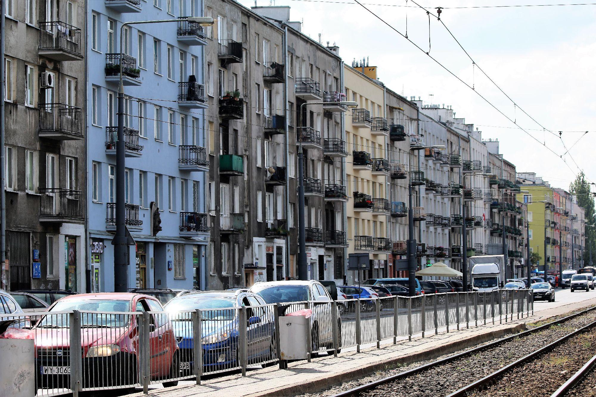 Tynki szlachetne kamienic z lat 30. na warszawskiej Pradze