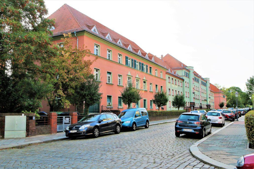 Drezno. Wohnhof Eisenbahnergenossenschaft. Widok ogólny fasad budynków osiedla od strony Malterstr. Fot. Jerzy S. Majewski