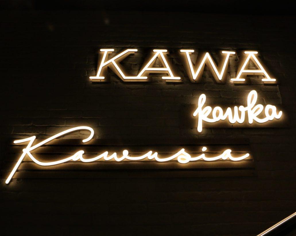 """Warszawa. Świętokrzyska 31/33. """"Kawa"""", """"Kawusia"""" w lokalu sieci kawiarni Costa Coffee"""