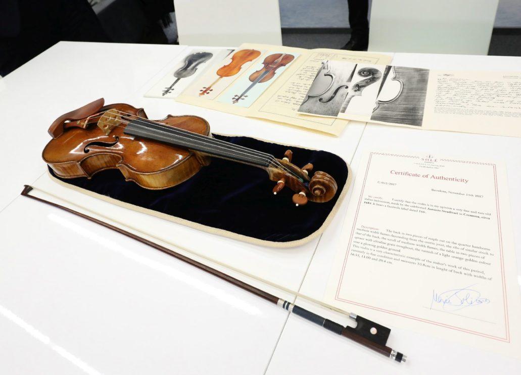 Skrzypce Stradivariusa z 1685 r. Materiały Zamku Królewskiego w Warszawie