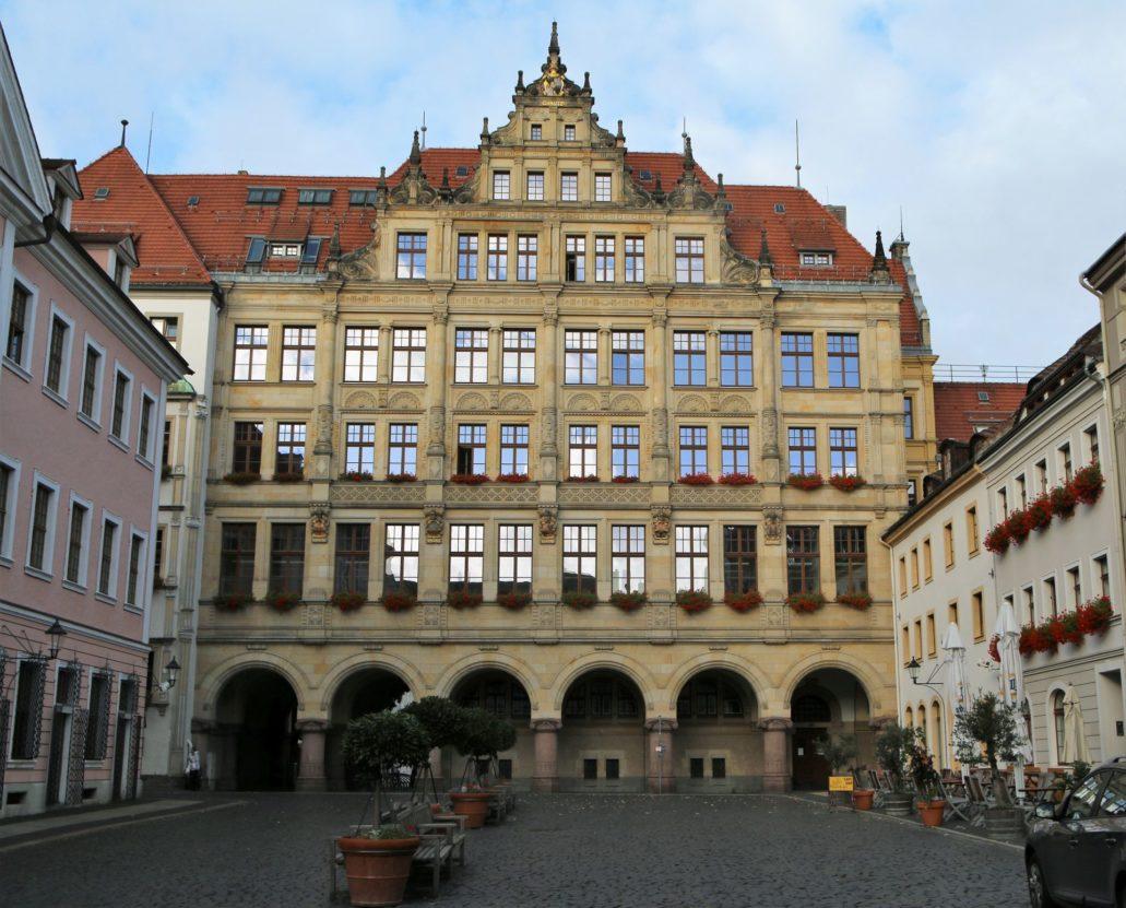 Görlitz. Neorenesansowy Nowy Ratusz przyklejony jest do starej siedziby władz miasta. Jego budowę ukończono w 1903 r. wg projektu Jürgena Krögera. Fot. Jerzy S. Majewski