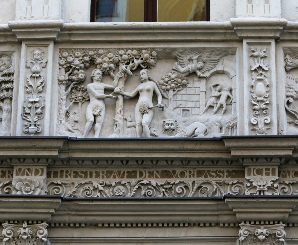 Görlitz. Neißstraße 29. Dom Biblijny. Sceny zerwania jabłka przez Ewę oraz wypędzenia z Adama i Ewy z Raju. Fot. Jerzy S. Majewski
