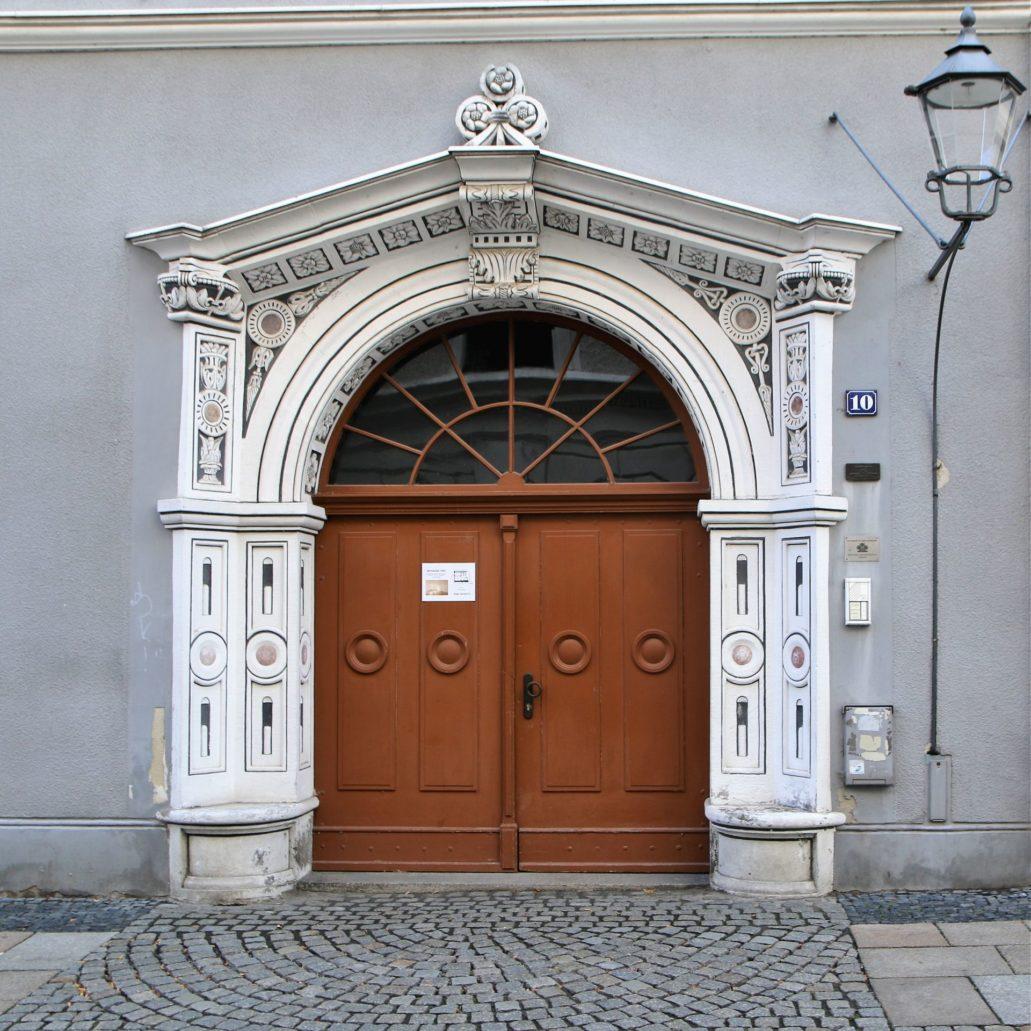 Görlitz. Brüderstraße 10. Kamienica z 1570 r. Sam portal jest starszy i pochodzi z lat ok. 1530-1540. Został tu przeniesiony z innego budynku po jego rozbiórce. Fot. Jerzy S. Majewski