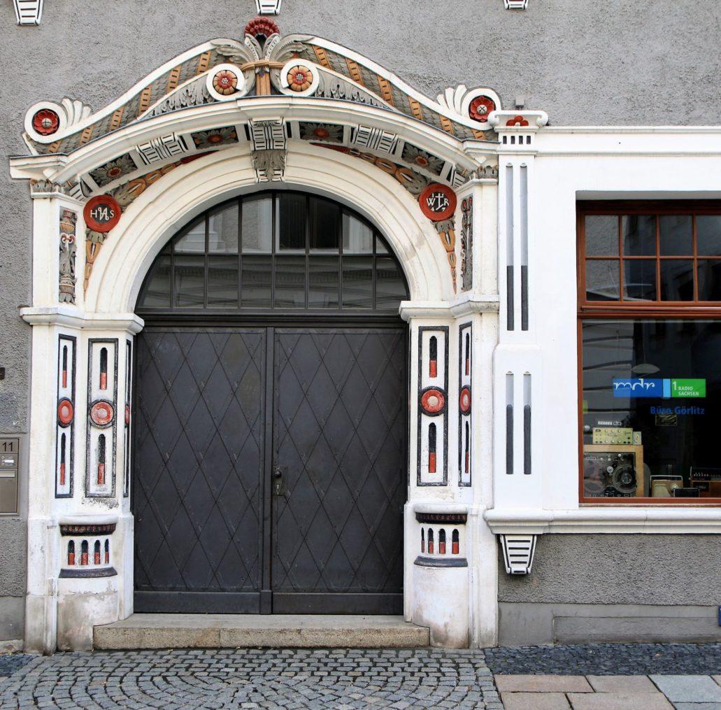 Görlitz. Brüderstraße 11. Portal kamienicy zaprojektowanej przez Wendela Roskopfa. W prawym szczycie portalu widnieje monogram Roskopfa, z datą 1547. Fot. Jerzy S. Majewski