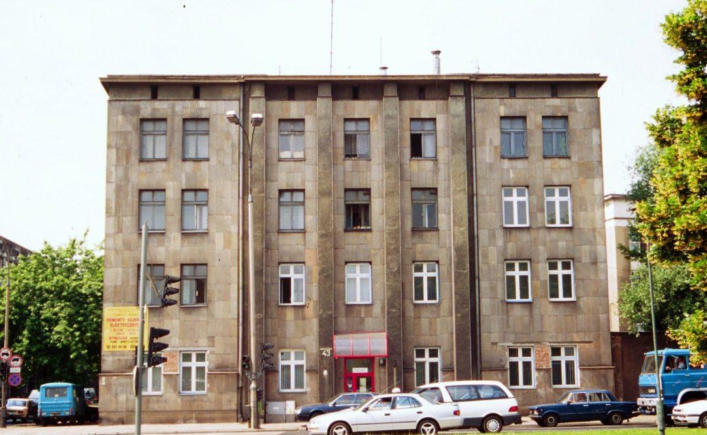 Fot. Dawny budynek mieszkaniowo-magazynowy elektrowni przy Wybrzeżu Kościuszkowskim 43. Potem zamieniony na biurowiec. Zdjęcie z 1997. Fot. Jerzy S. Majewski