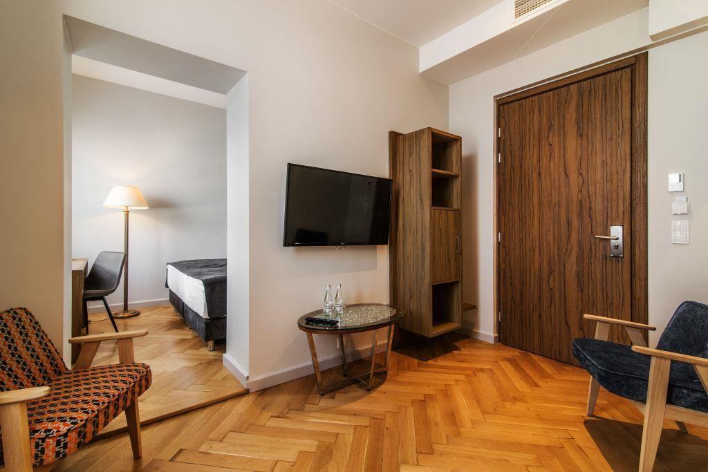 """Warszawa. Wybrzeże Kościuszkowskie 43. """"Warsaw River Viev"""". Wnętrze apartamentu. Fot. Materiały hotelu."""