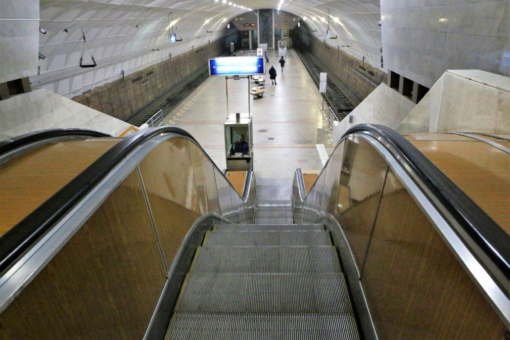 Wołgograd. Szybki Tramwaj. Stacja Płoszczad Lenina z 1984 r. Do złudzenia przypomina stacje metra. Perony są jednak znacznie niższe. Podobnie jak inne podziemie stacje Szybkiego Tramwaju w przyszłości stosunkowo niewielkim nakładem kosztów można ją dostosować do wymogów metra. Fot. Jerzy S. Majewski.