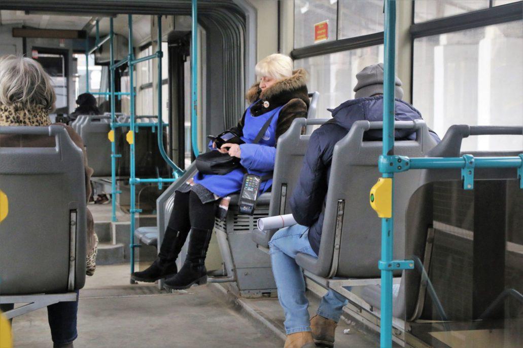 Wołgograd. Szybki Tramwaj. Miejsce dla konduktora. Gdy fotel jest pusty nikt z pasażerów nie śmie go zająć. Fot. Jerzy S. Majewski