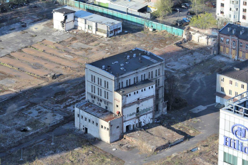 Opustoszały teren dawnych browarów warszawskich przed przystąpieniem do inwestycji przez Echo Investment. Zdjęcie to zrobiłem w roku 2015. Fot. Jerzy S. Majewski