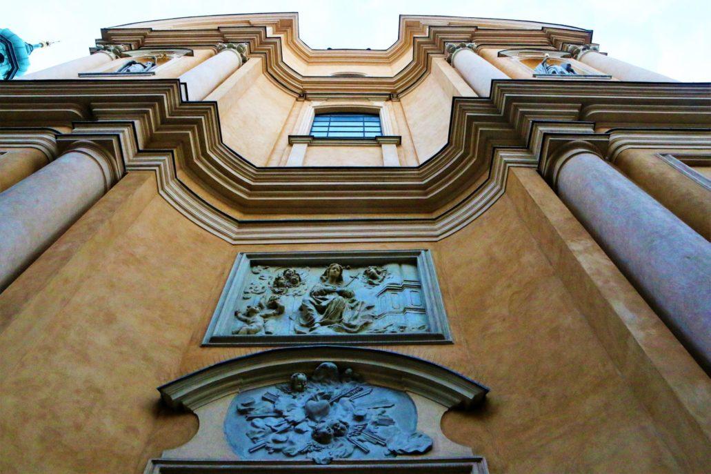 Warszawa. Falująca, barokowa fasada kościoła św. Marcina powstała około 1744 r. wg projektu Karola Baya. Fot. Jerzy S. Majewski