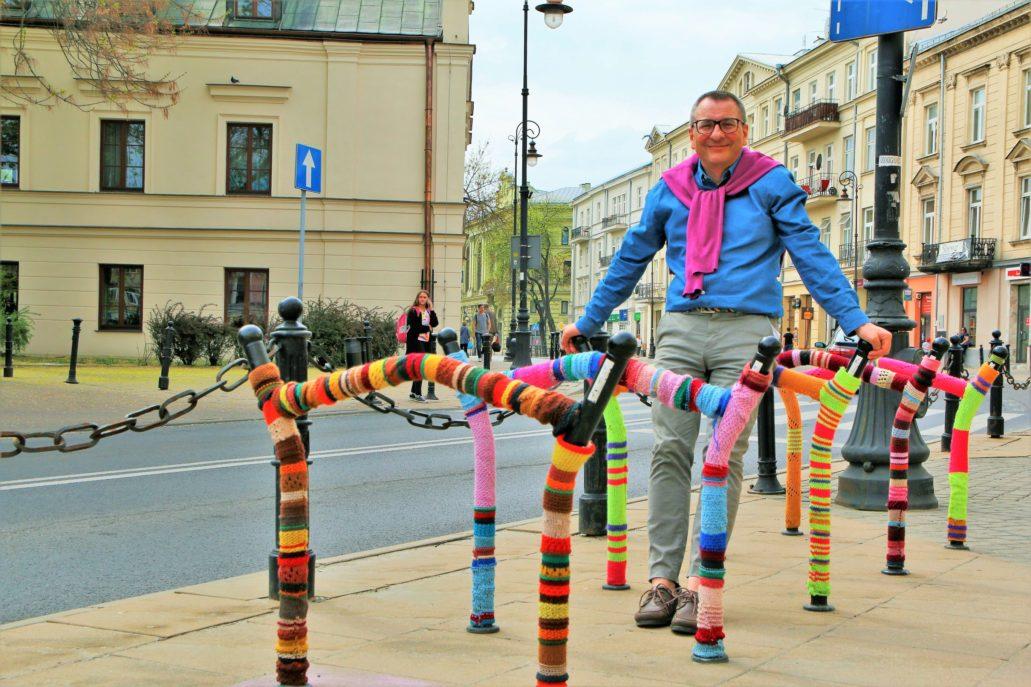 Lublin. Plac Wolności. Autor bloga zachwycony pracą dziergaczek. Fot. Agnieszka Nejman
