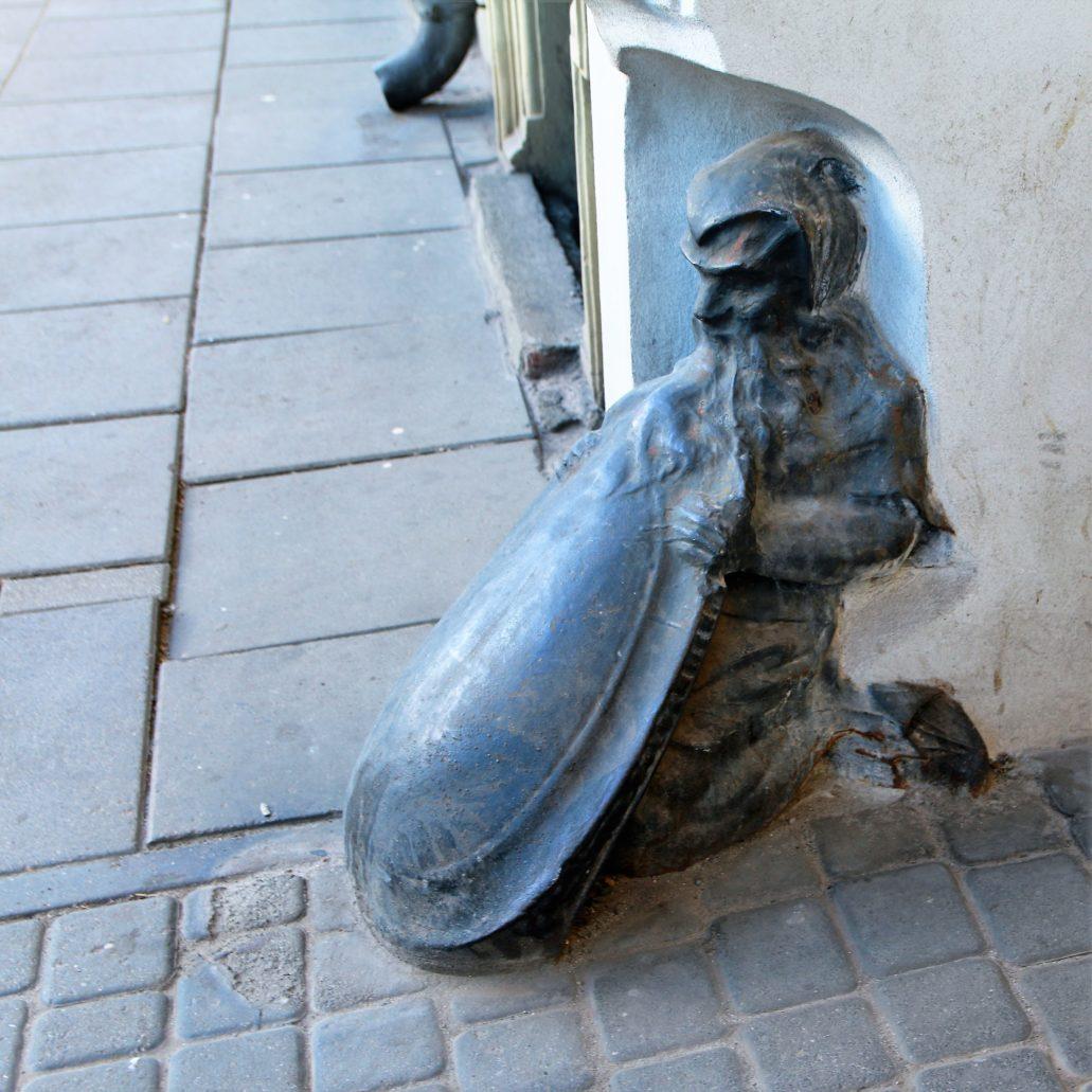 Łódź. Krasnal w bramie kamienicy przy Gdańskiej 42. Fot. Jerzy S. Majewski