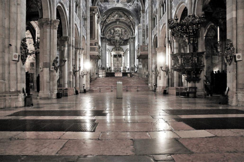 Parma. Piazza Duomo. Wnętrze katedry. Fot. Jerzy S. Majewski