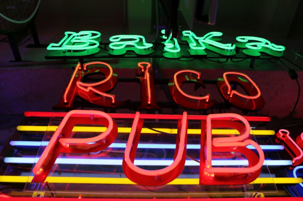 Neony we wnętrzu pracowni Euro Neon Servis. Fot. Jerzy S. Majewski