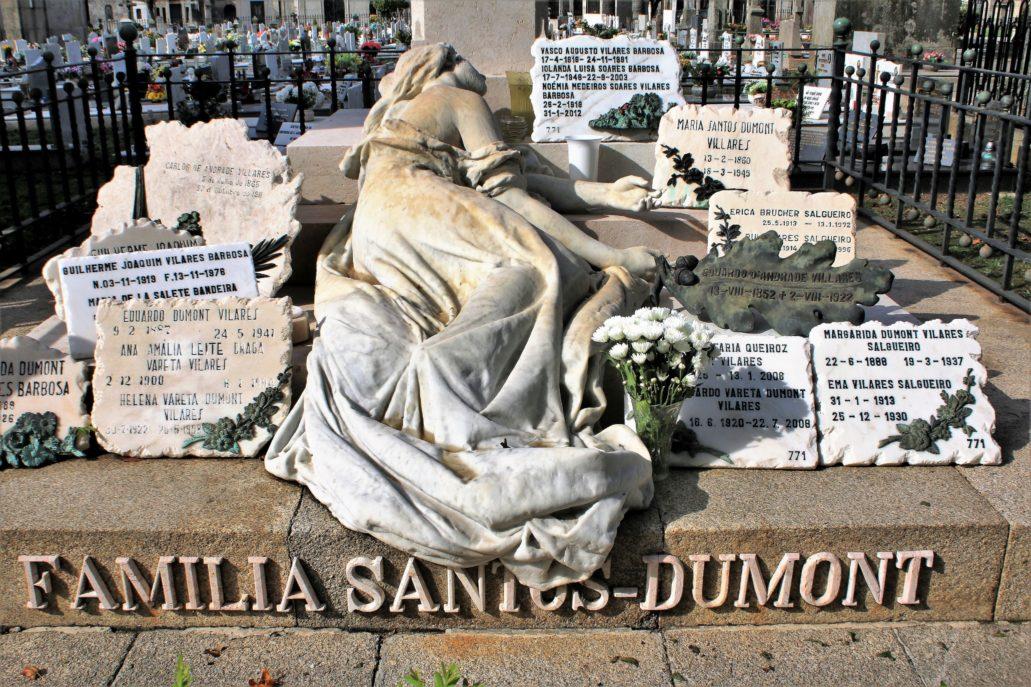 Porto. Cemitério de Agramonte. Alegoria żalu (choć w tym przypadku raczej rozpaczy) na grobowcu rodziny Santos Dumont. Fot. Jerzy S. Majewski