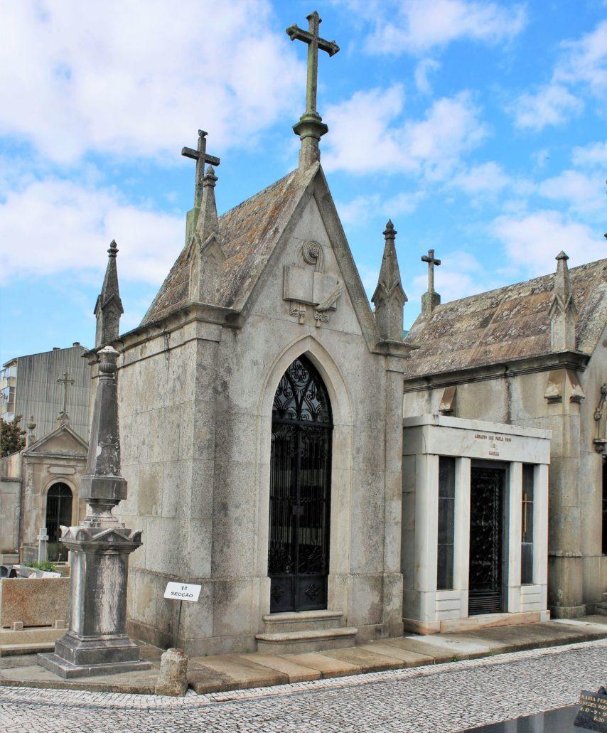 Porto. Cemitério de Agramonte. Na cmentarzu dominują kaplice neogotyckie. Fot. Jerzy S. Majewski