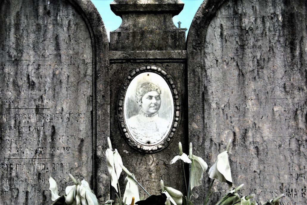 Porto. Cemitério de Agramonte. Blednąca pamięć. Fot. Jerzy S. Majewski