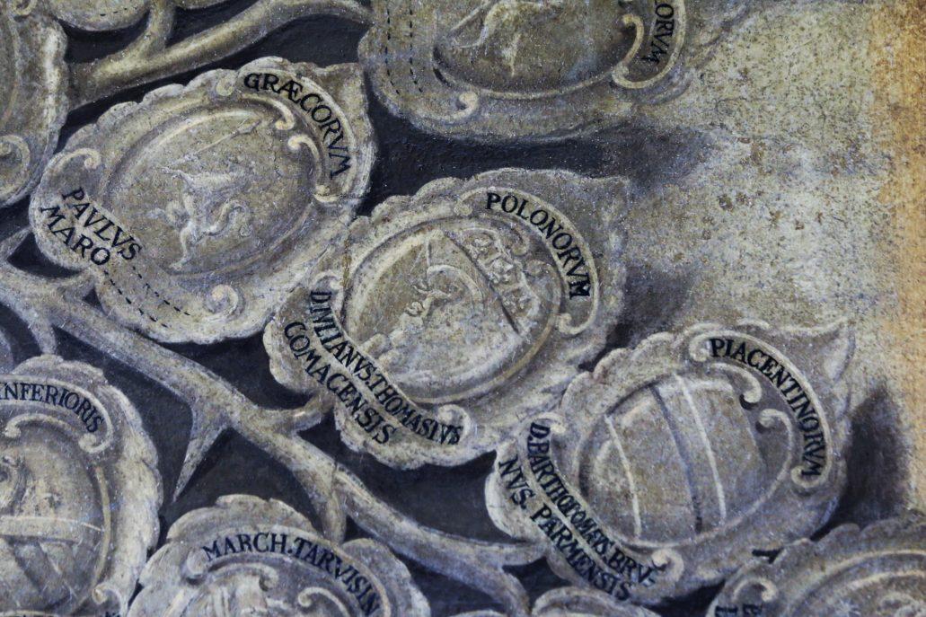 Bolonia. Uniwersytet. Archiginnasio. Herb studenta z Polski Julianusa Thomasiusa. Jeden spośród rzędu monochromatycznych herbów częściowo uczytelnionych przez współczesnych konserwatorów. Fot. Jery S. Majewski
