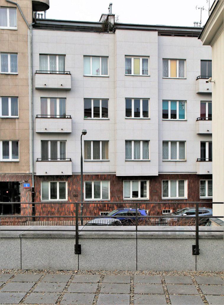 Warszawa. Niższe skrzydło dawnej kamienicy Gutgelda pod dzisiejszym adresem Dmochowskiego 6. Fot. Jerzy S. Majewski