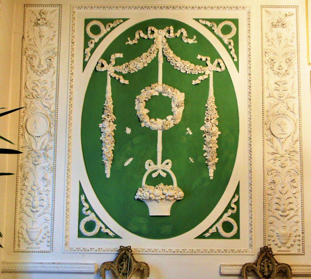Lwów. Kopernika 15. Pałac Potockich. Fragment dekoracji sztukatorskiej na piętrze. Fot. Jerzy S. Majewski