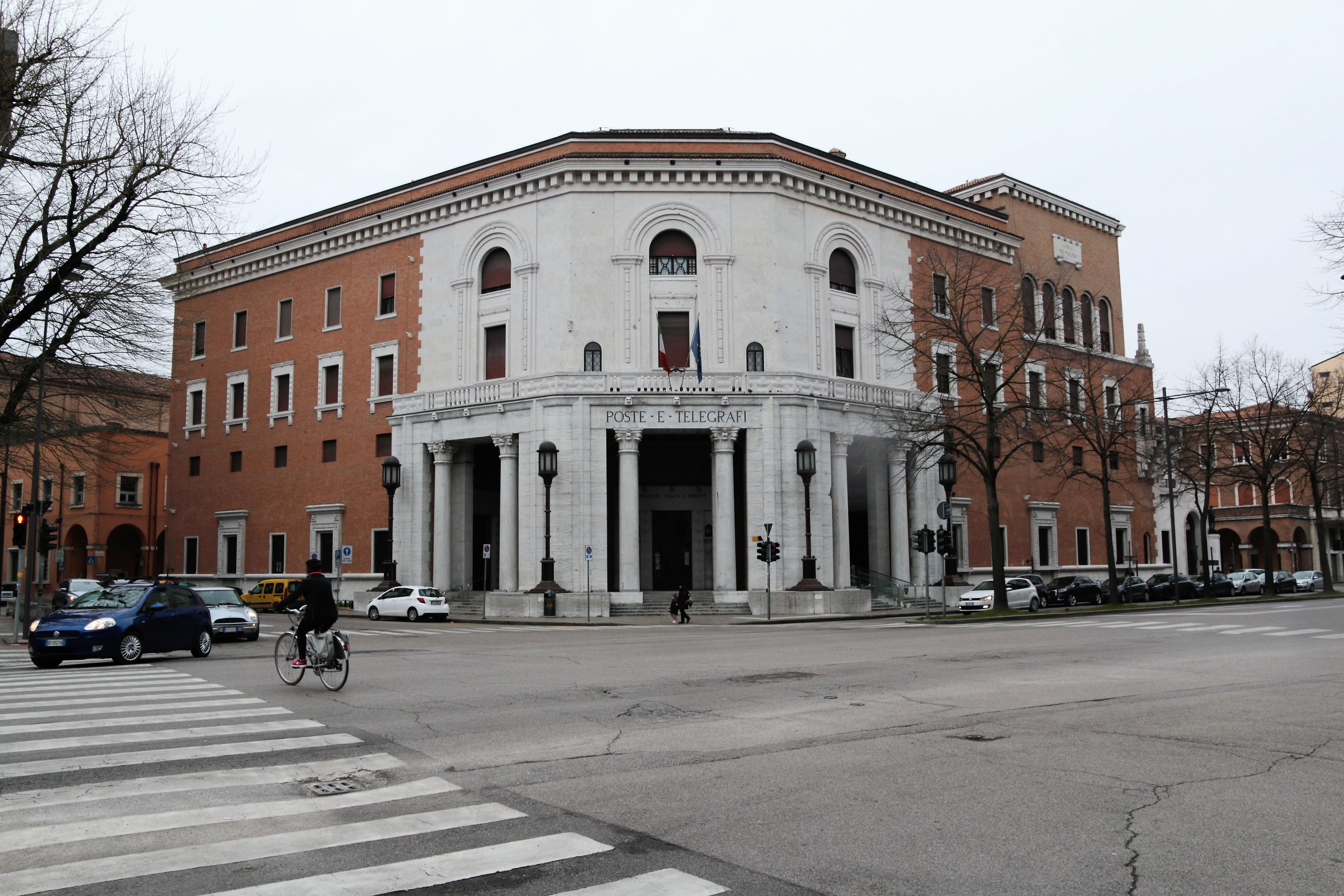 Ferrara Palazzo delle Poste 00