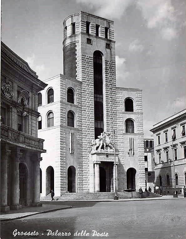 Grosseto. Gmach poczty. Projekt Angiolo Mazzoni, 1930. Pocztówka, Wikipedia