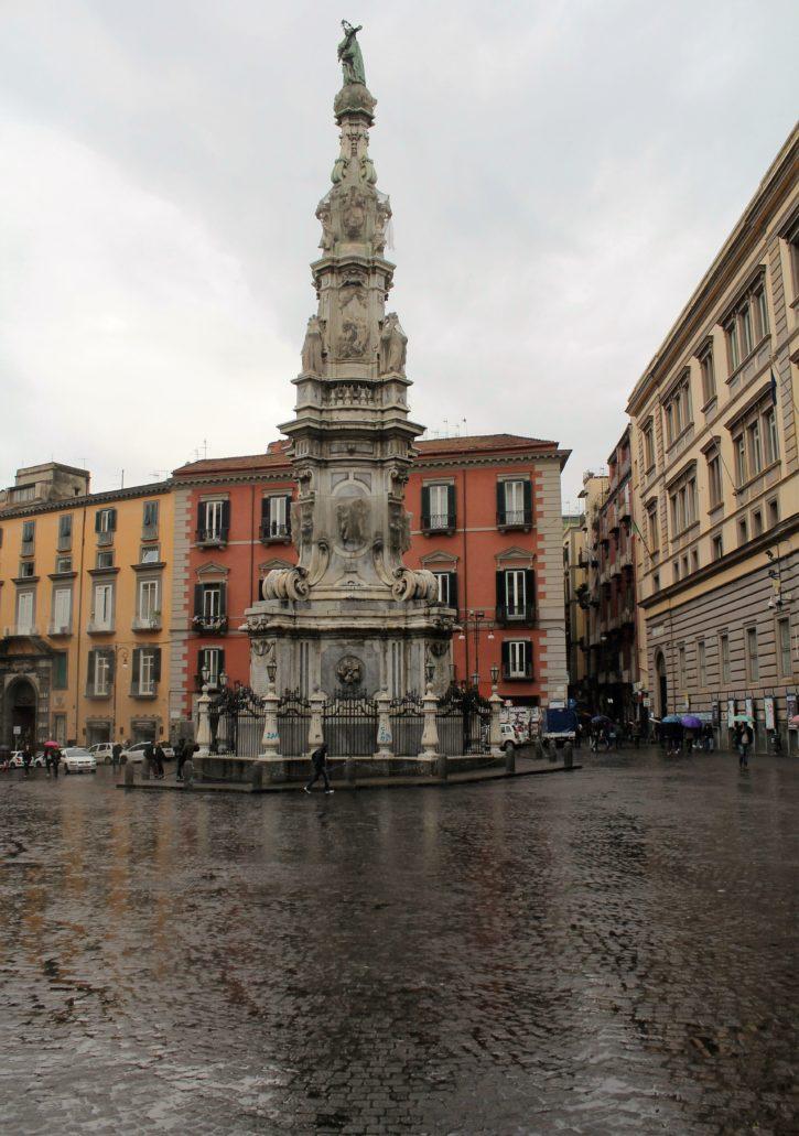 Neapol. Piazza Gesu Nuovo. Guglia dell'Immacolata, 1747-1750. Fot. Jerzy S. Majewski