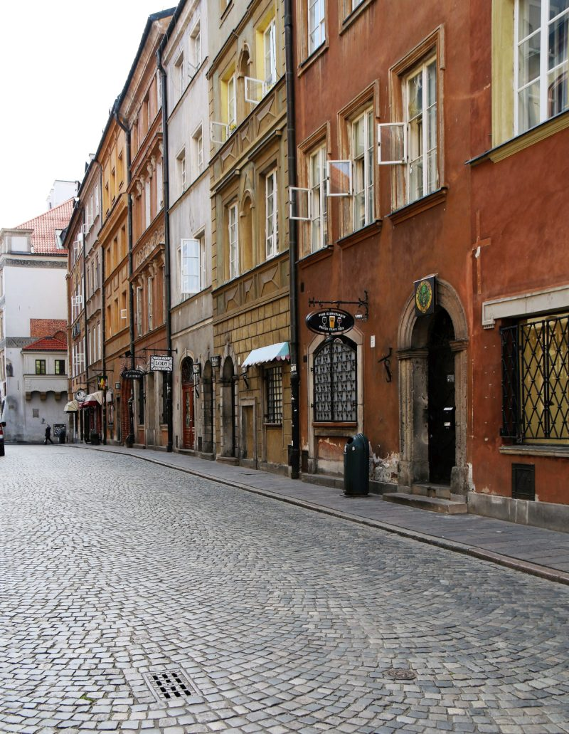 Warszawa. Koronawirus. Ulica Nowomiejska. Fot. Jerzy Majewski