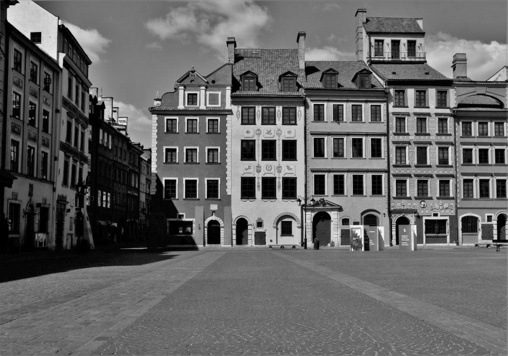 Warszawa. Koronawirus. Rynek Starego Miasta. Z prawej Strona Dekerta. Fot. Jerzy S. Majewski