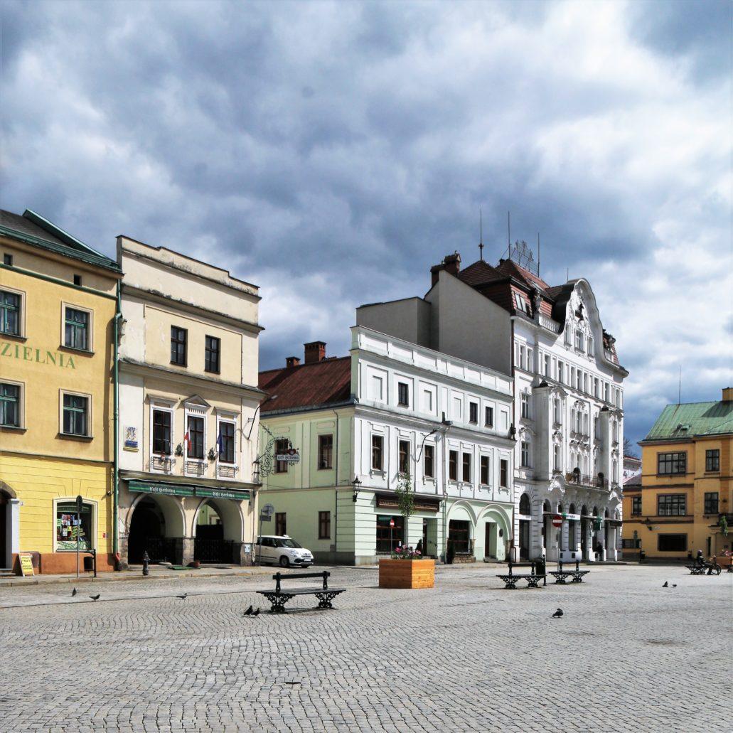 Cieszyn. Wschodnia pierzeja Rynku. Widoczny wylot ulicy Szersznika. Fot. Jerzy S. Majewski