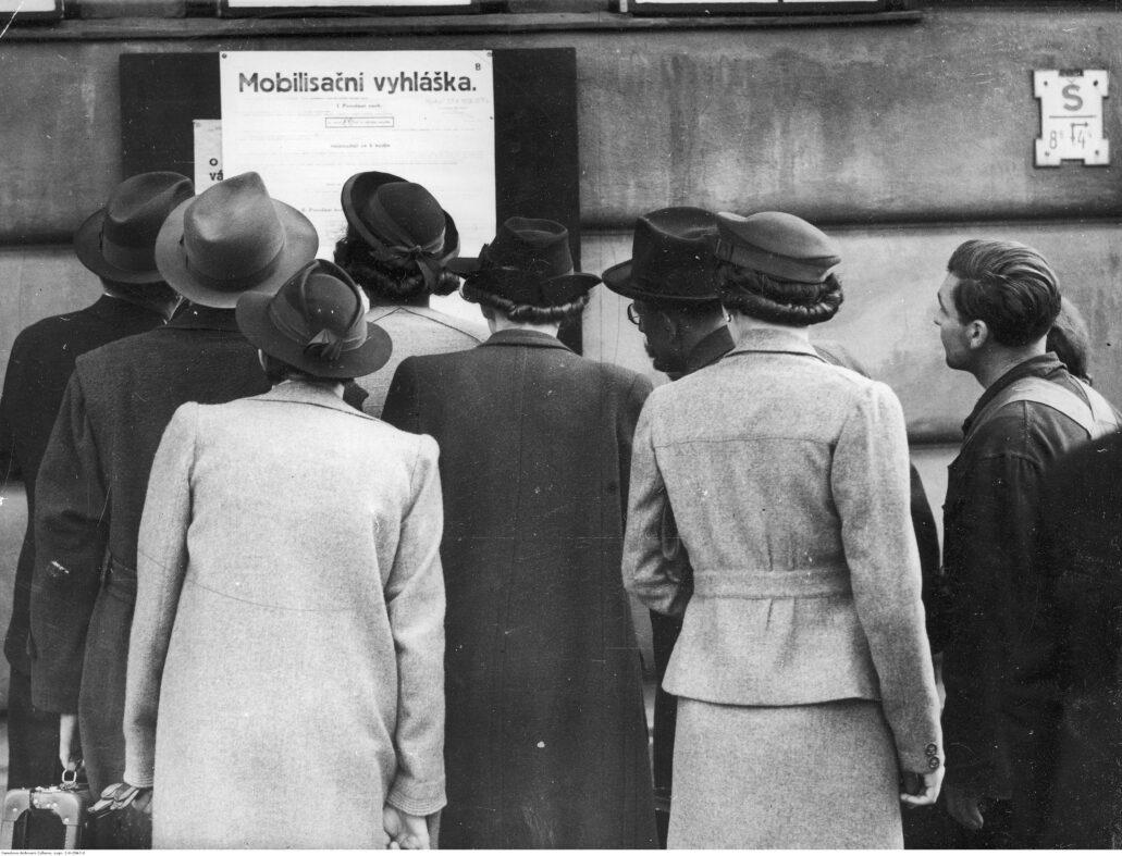 Praga Czeska. Ogłoszenie o mobilizacji w obliczu niemieckiego zagrożenia jesienią 1939 r. Fot. Narodowe Archiwum Cyfrowe