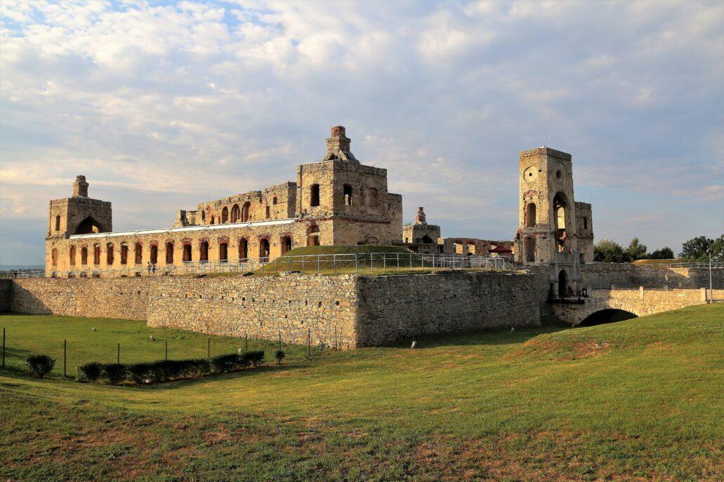 Ruiny XVII-wiecznego zamku Ossolińskich Krzyżtopór w Ujeździe. Fot. Jerzy S. Majewski