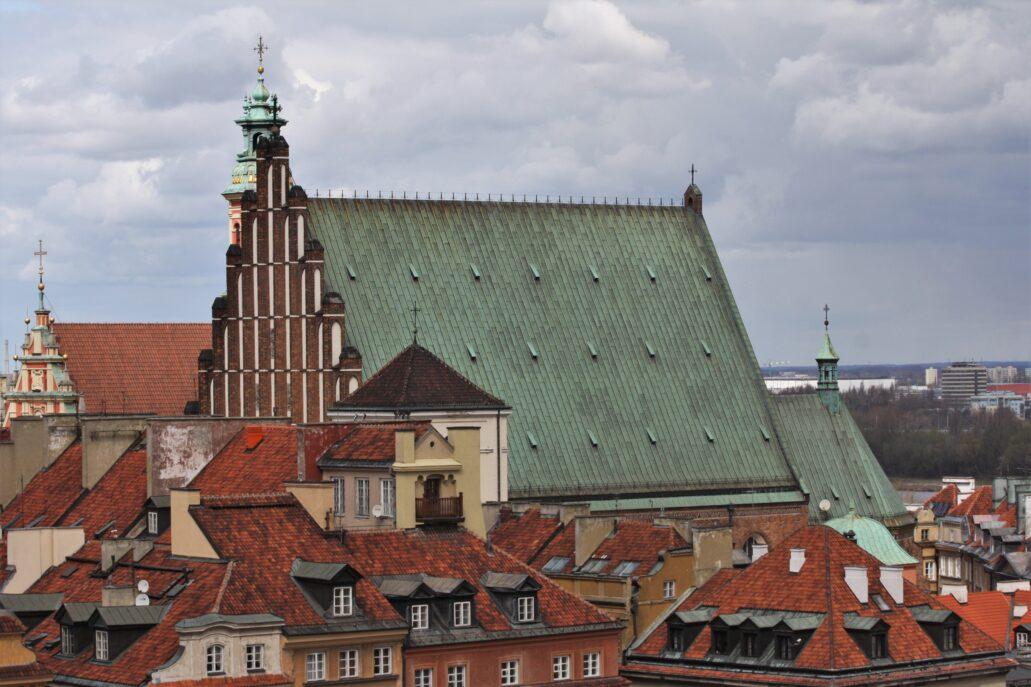 Warszawa. Współczesny widok dachu oraz szczytu katedry św. Jana. Fot. Jerzy S. Majewski