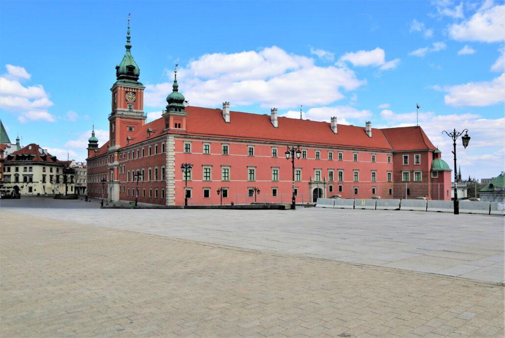 Warszawa. Plac Zamkowy. Współczesne zdjęcie odbudowanego Zamku Królewskiego. Fot. Jerzy S. Majewski