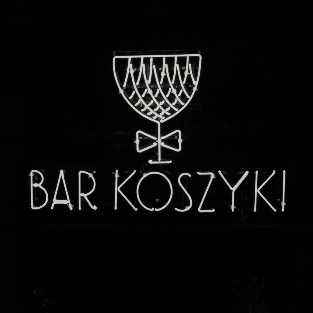 """Warszawa. Hala na Koszykach. """"Bar Koszyki"""". Fot. Jerzy S. Majewski"""