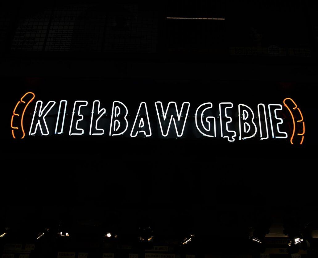 """Warszawa. Hala na Koszykach. """"Kiełba w Gębie"""". Fot. Jerzy S. Majewski"""