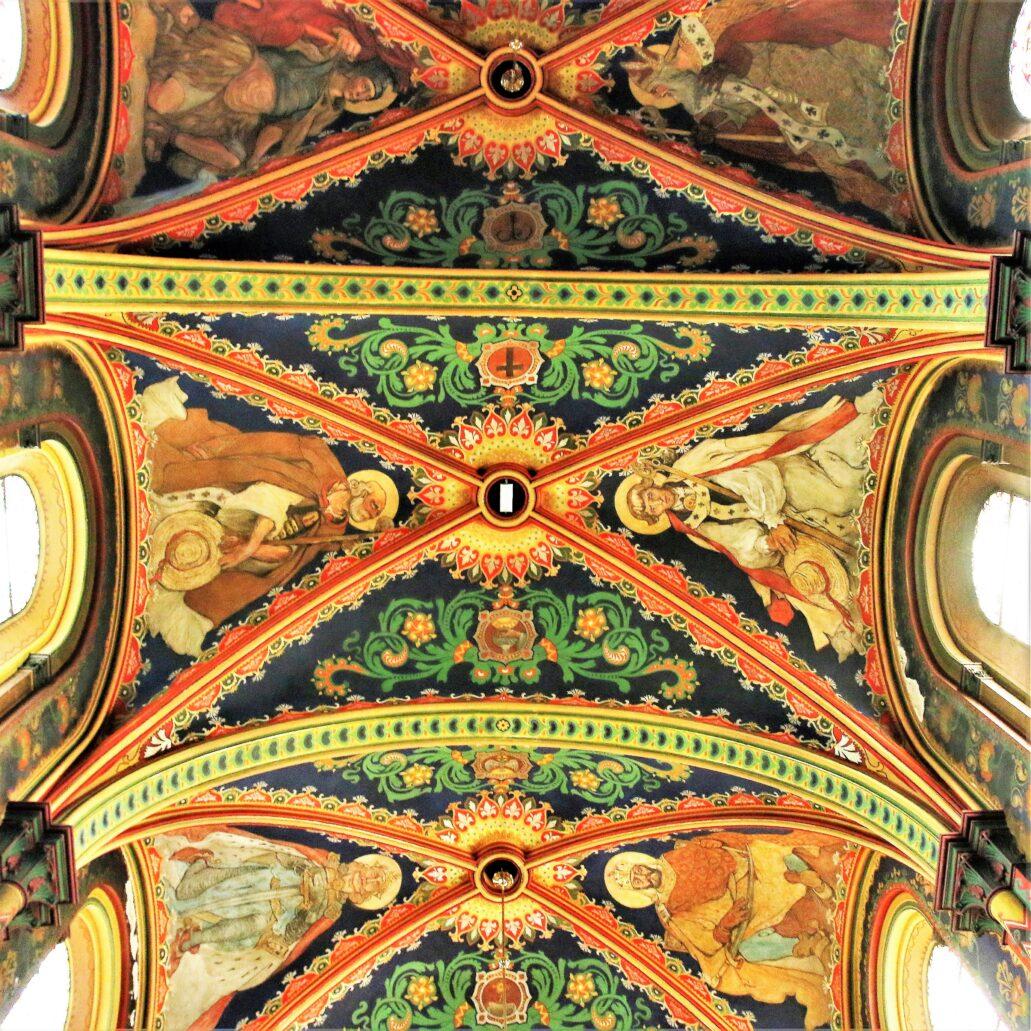 Sosnowiec. Katedra Wniebowzięcia NMP. Sklepienie nawy głównej z polichromiami Tetmajera i Uziębły. Fot. Jerzy S. Majewski