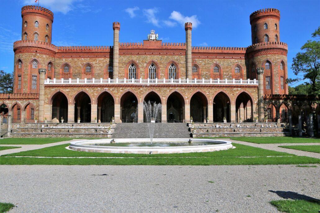 Kamienice Ząbkowicki. Fasada neogotyckiego zamku. Fot. Jerzy S. Majewski