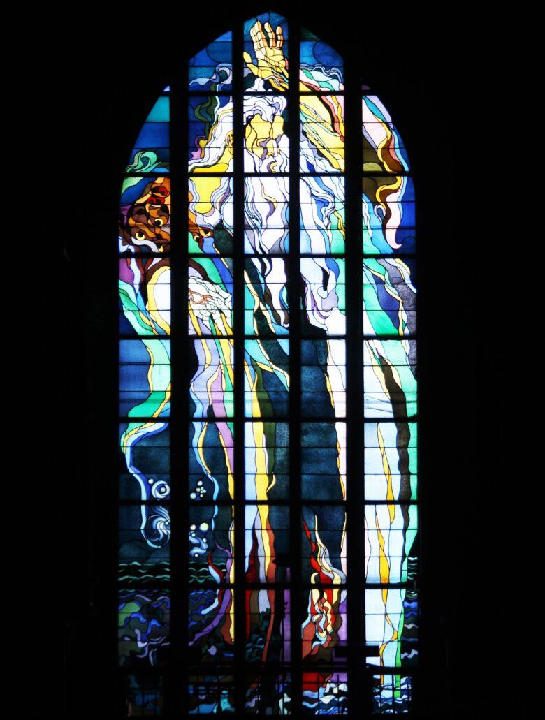 Kraków. Kościół Franciszkanów. Stanisław Wyspiański. Witraż Bóg Ojciec – Stań się wstawiony w 1904 r. Fot. Jerzy S. Majewski