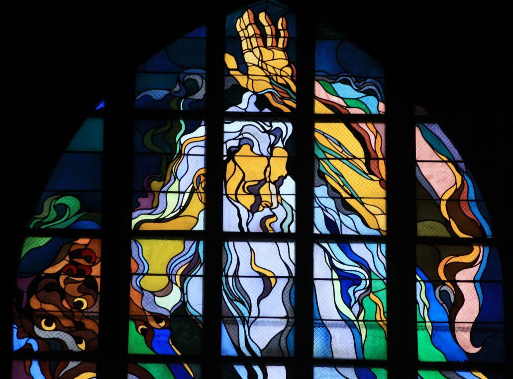 Kraków. Kościół Franciszkanów. Stanisław Wyspiański. Fragment witraża Bóg Ojciec – Stań się. Fot. Jerzy S. Majewski