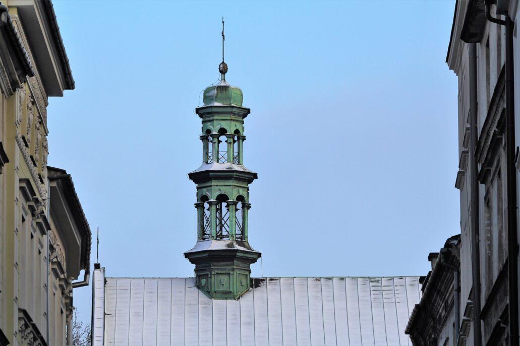 Kraków, ul. Poselska. Sygnaturka kościoła Bernardynek. Fot. Jerzy S. Majewski