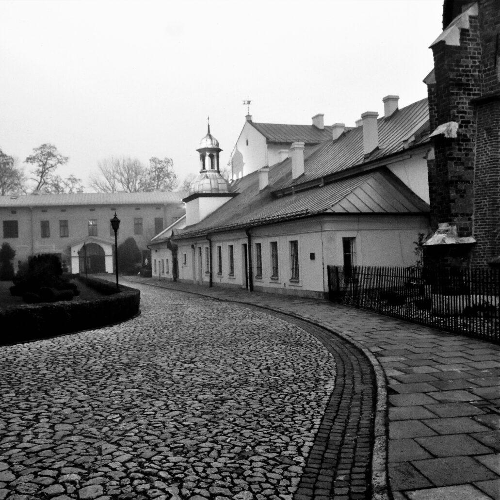 Kraków. Ulica Grodzka. Fragment zabudowań klasztoru sióstr Klarysek. Fot. Jerzy S. Majewski